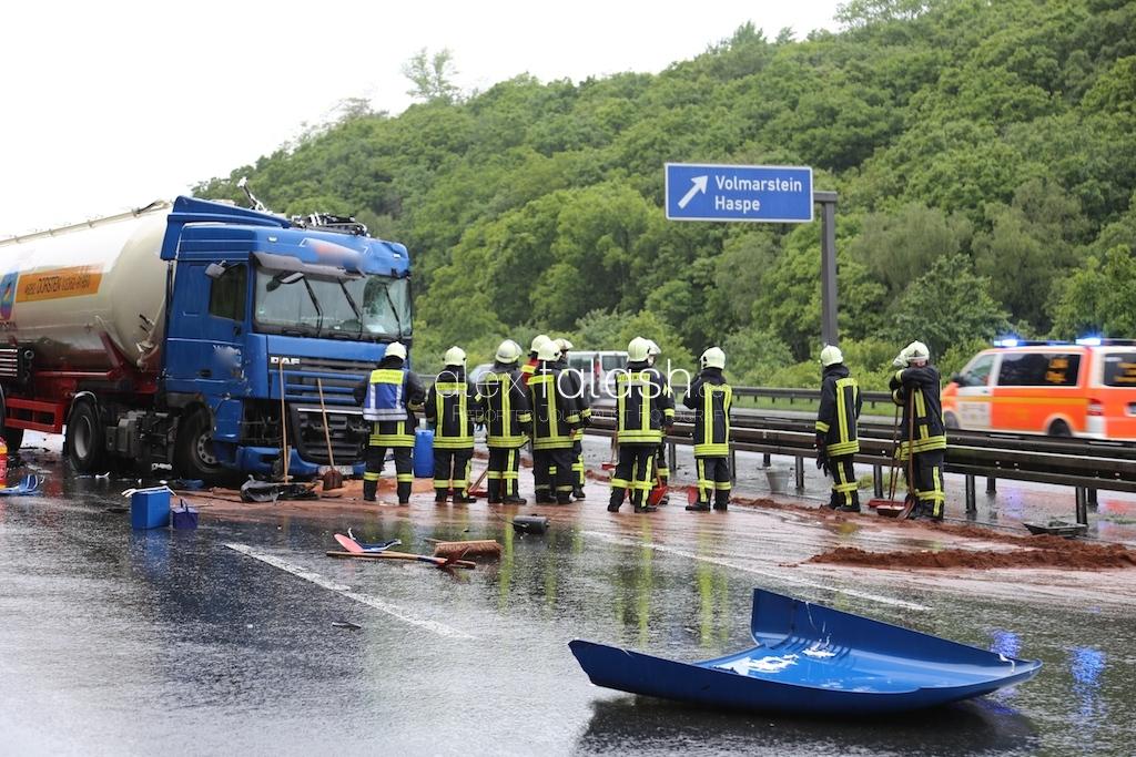 Hagen – Massenkarambolage auf der A1- Sechs Fahrzeuge krachen ineinander
