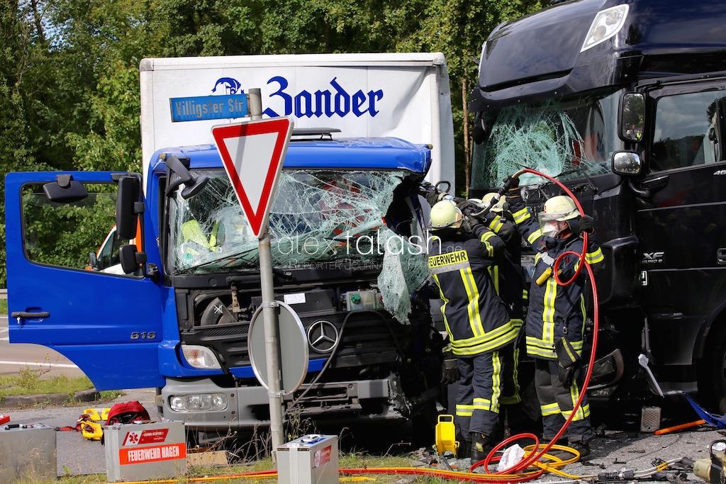 Schwerer Unfall auf der Ruhrtalstraße – Person eingeklemmt