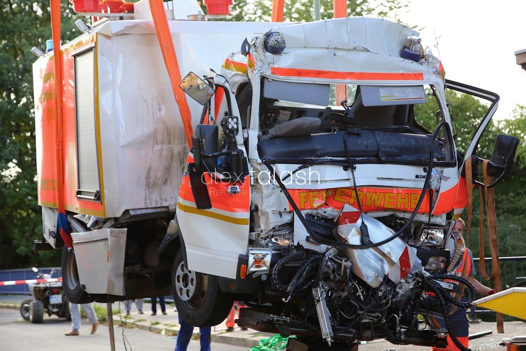 Hagen – Feuerwehrfahrzeug prallt vor Hauswand
