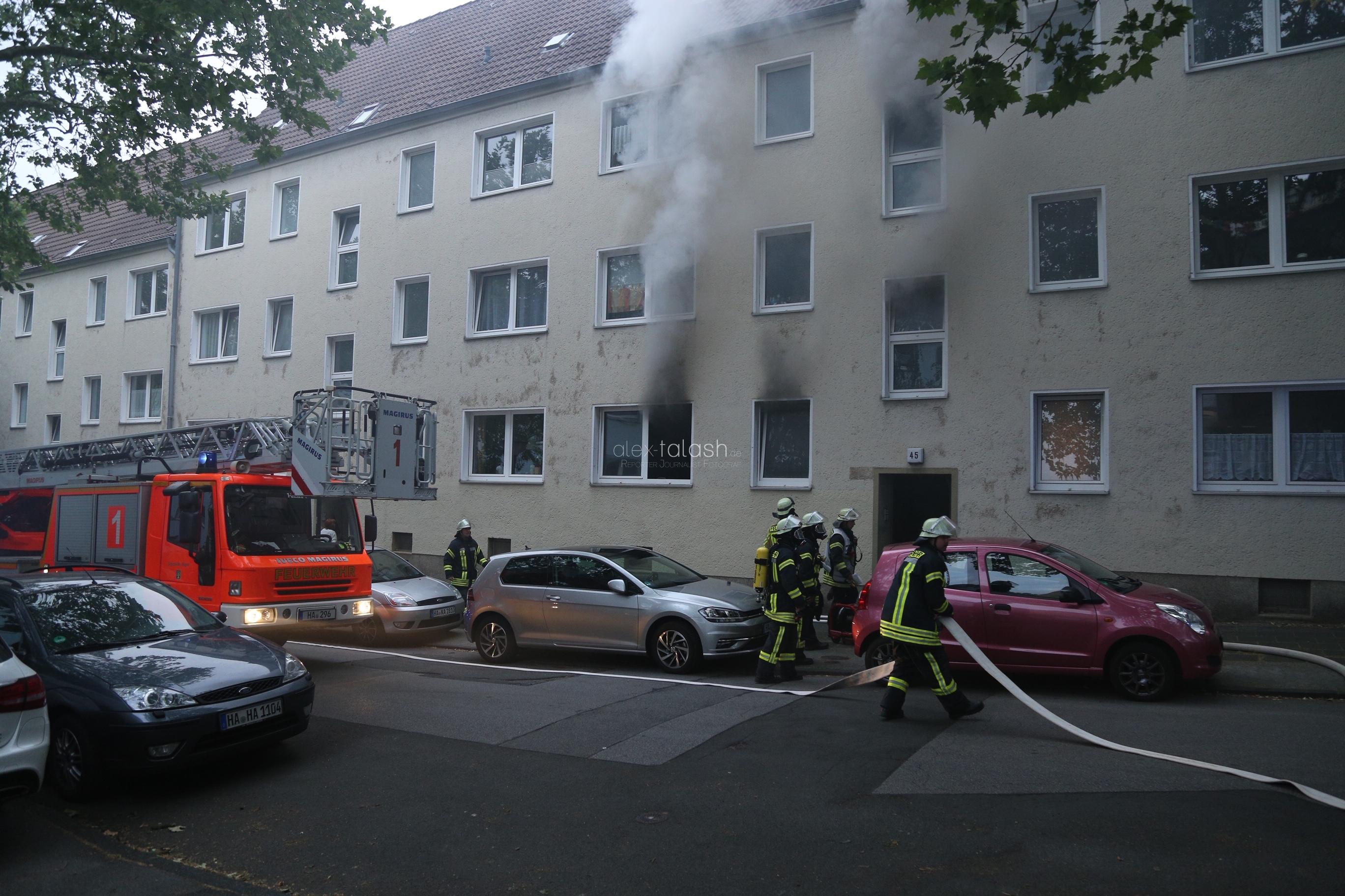 Feuer in Mehrfamilienhaus in Hagen: Frau wird verletzt