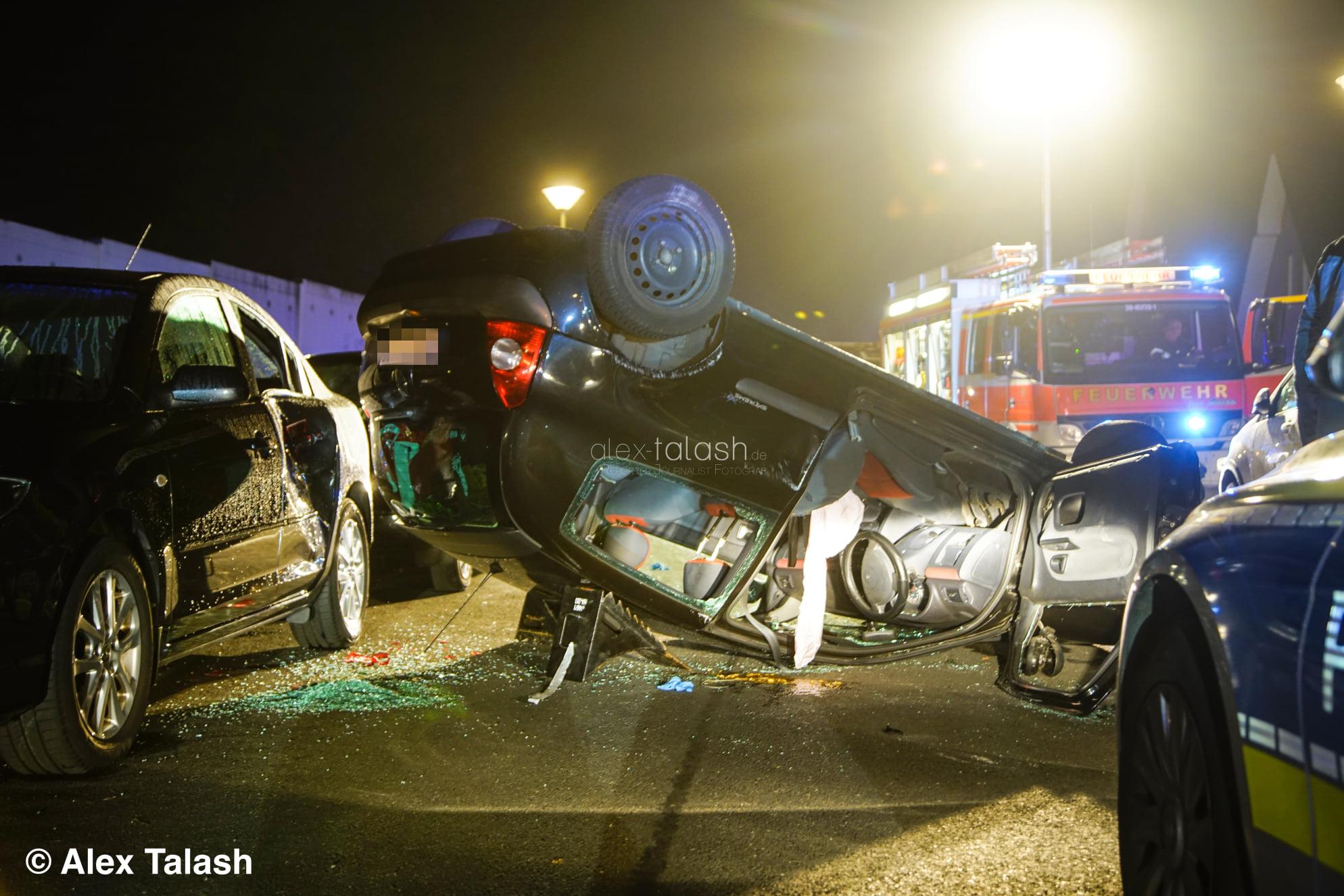 Fahrer (19) alkoholisiert: Auto landet nach Unfall auf dem Dach