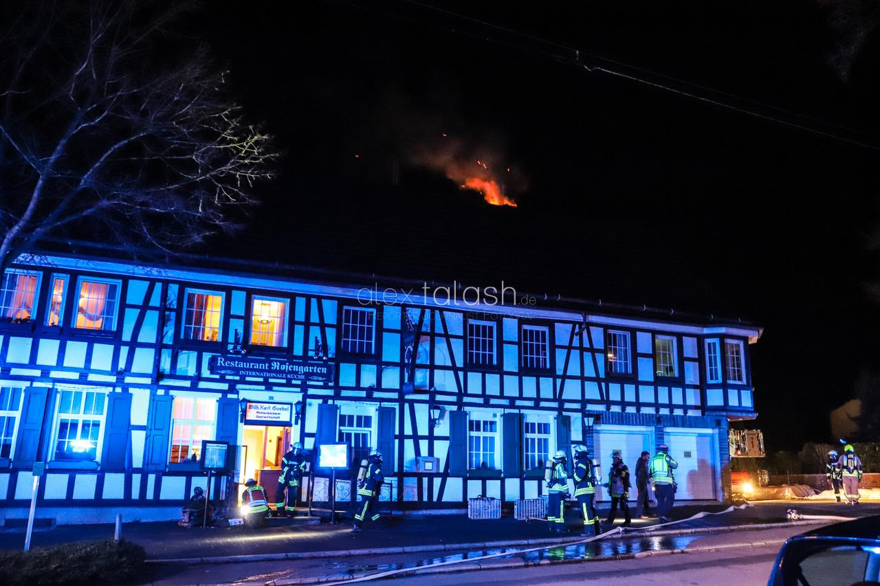 Feuerwehr zu Kaminbrand in Fachwerkhaus gerufen – Dachstuhlbrand verhindert!