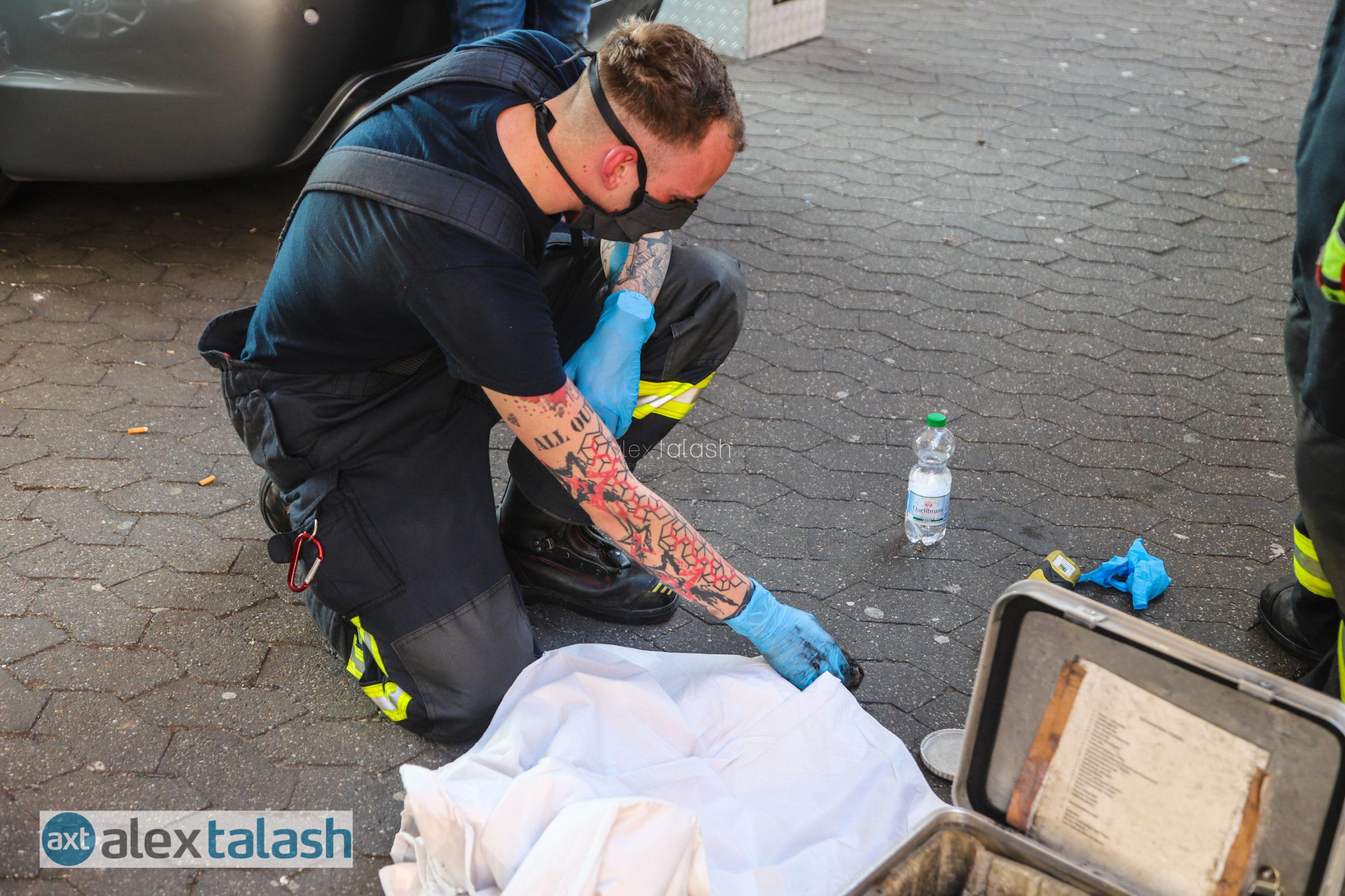 Trotz Rettungsaktion kein Happy End: Hagener Feuerwehr befreit Katze aus Motorraum