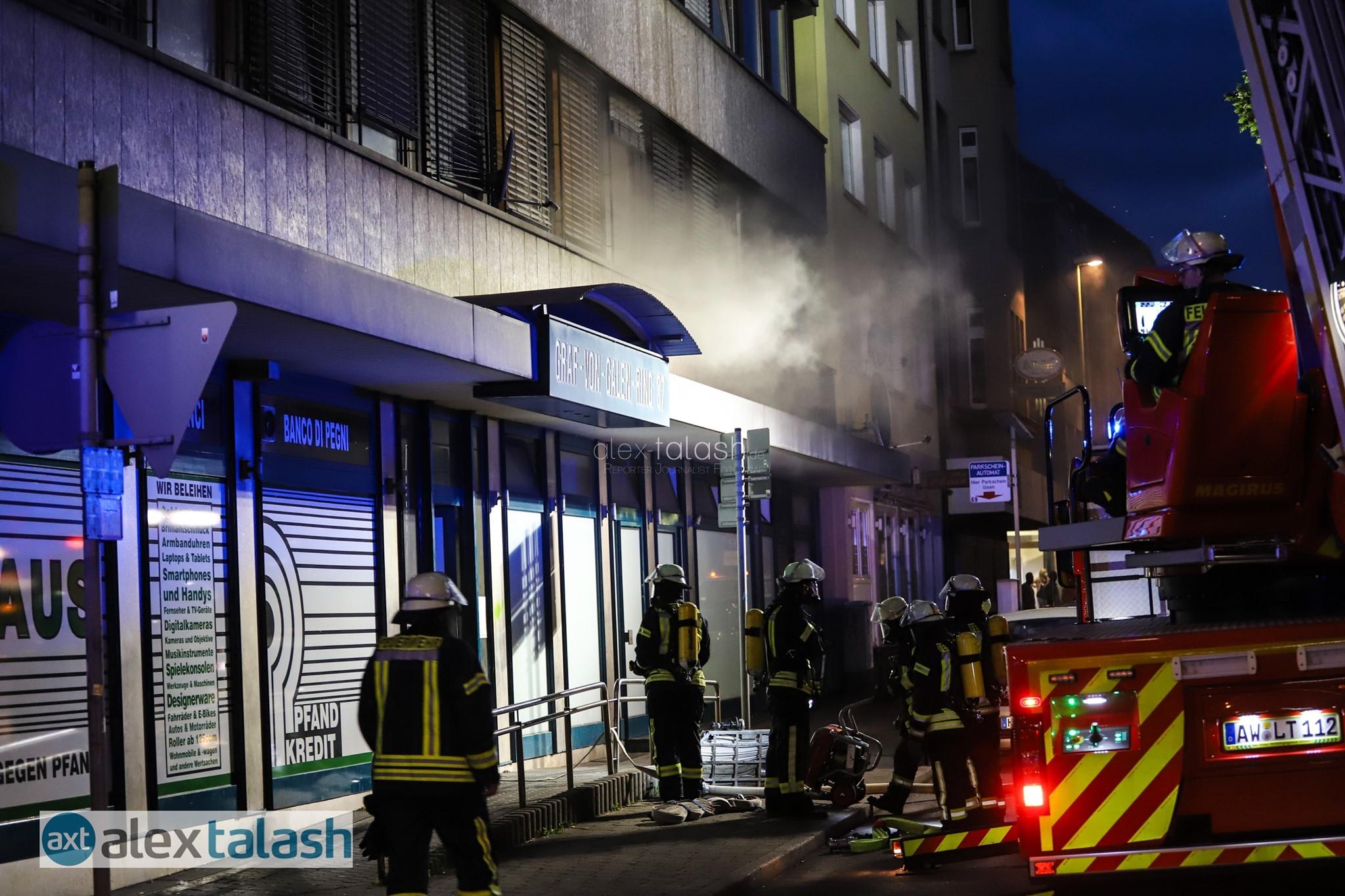 Kellerbrand in Hagen: 18 Hausbewohner über Drehleiter und mit Fluchthauben gerettet – 9 Verletzte