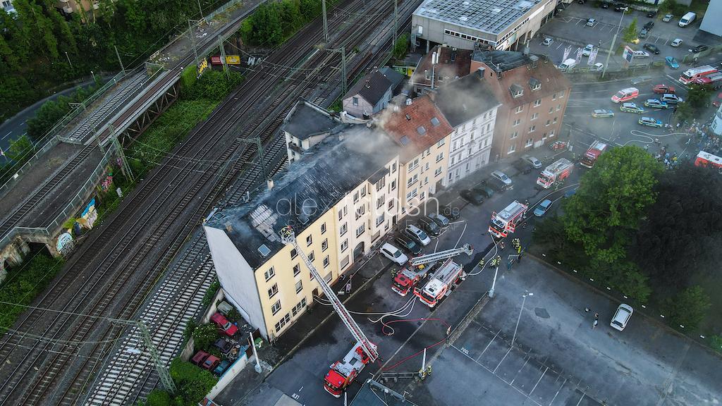 """Flammen schlagen aus Dachstuhl: Hagener """"Quarantäne-Haus"""" evakuiert"""