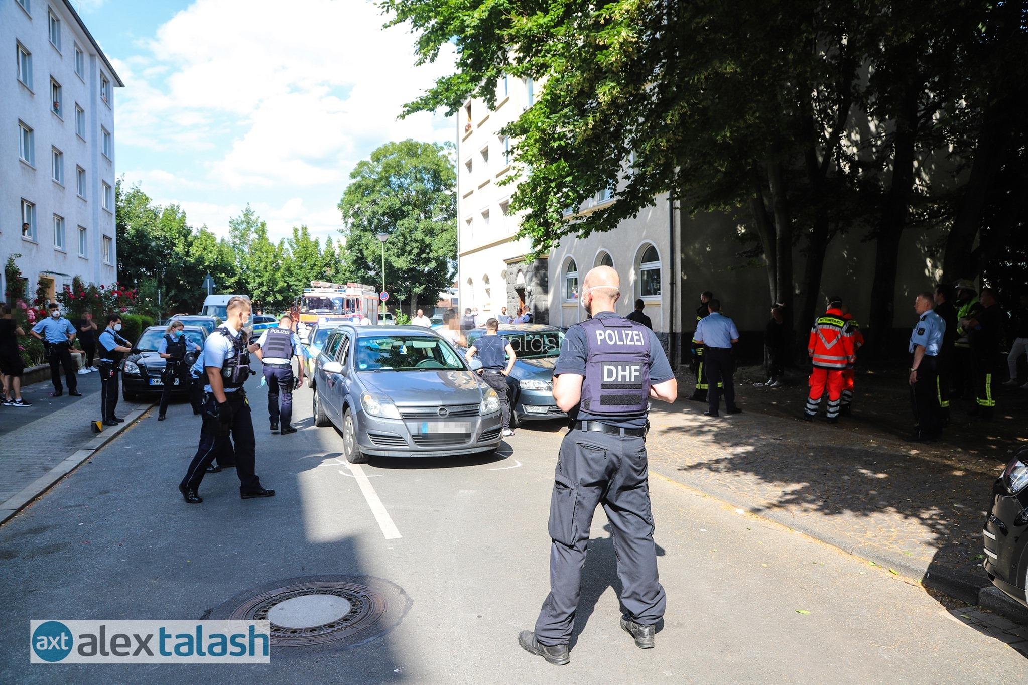 4-jähriges Kind angefahren – Polizei muss massiven Streit zwischen 80 Personen schlichten