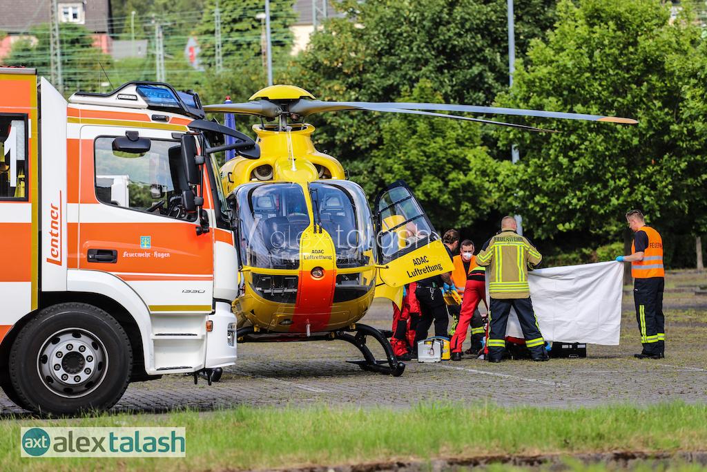 Schwerer Unfall bei Fluchtversuch – Taschendieb wird von Auto erfasst – Rettungshubschrauber im Einsatz