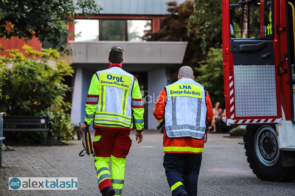 Stromausfall im Krankenhaus Herdecke – Defekter Notstromaggregat löst Großeinsatz von Feuerwehr und THW aus – Aufnahmestopp im Krankenhaus