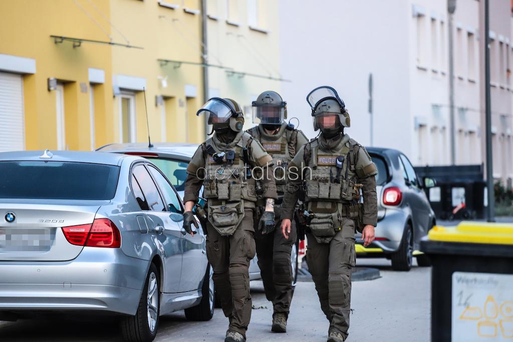 Großrazzia mit Panzerfahrzeug in NRW: Polizei durchsucht mehr als ein Dutzend Objekte