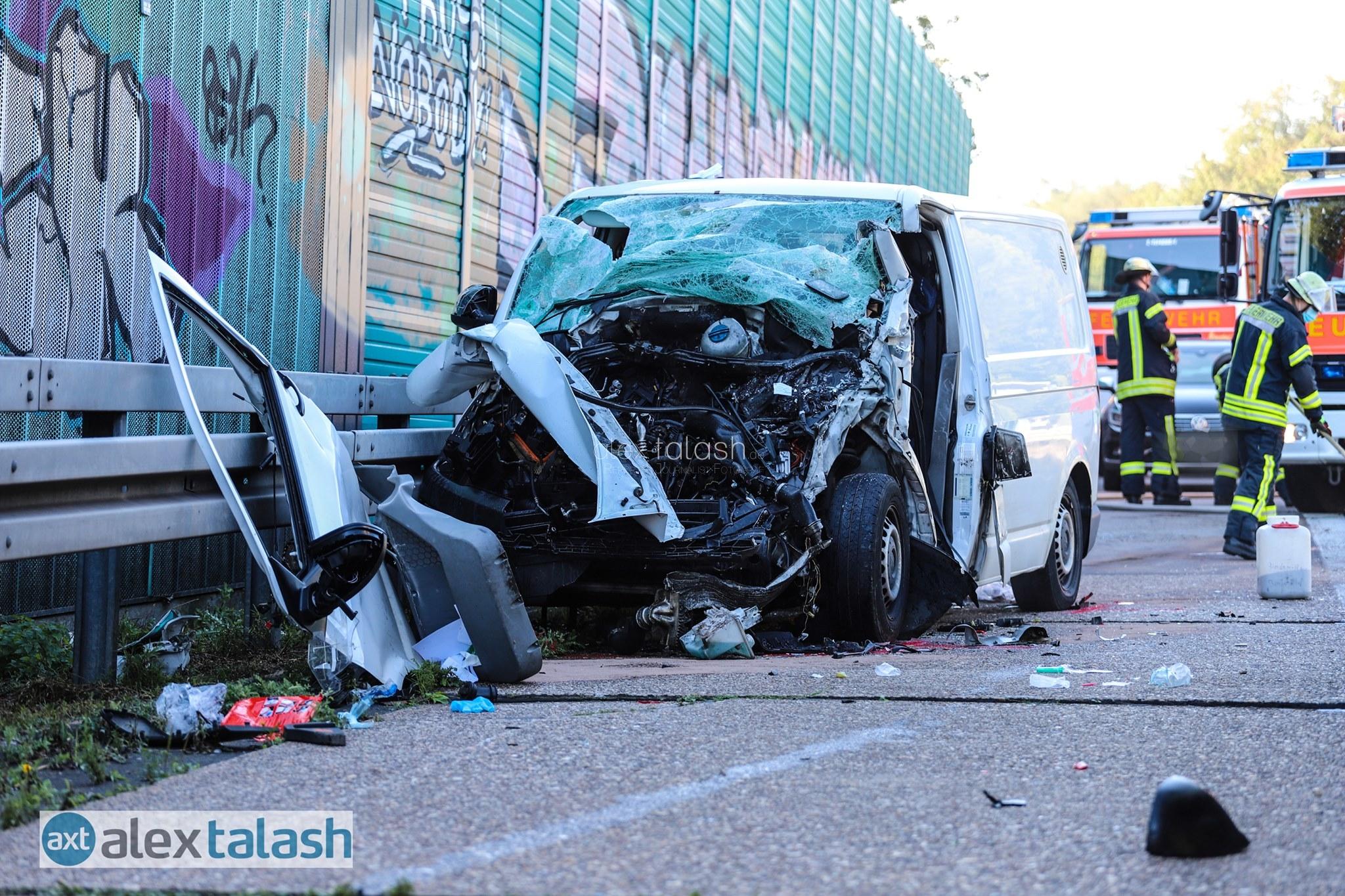 Unfall auf A45: Transporter fährt ungebremst auf Lkw – Rettungshubschrauber im Einsatz
