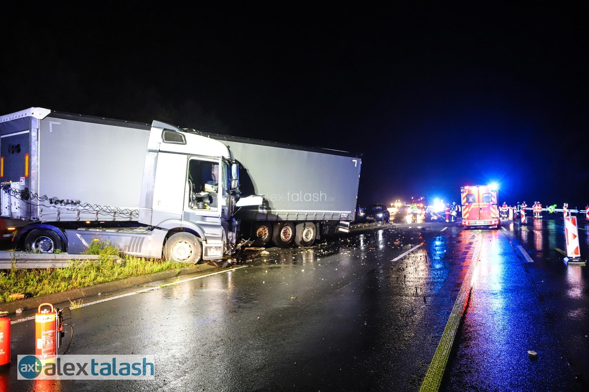 Schwerer Verkehrsunfall auf der A45 bei Hagen: Lkw kracht in Betonschutzwand