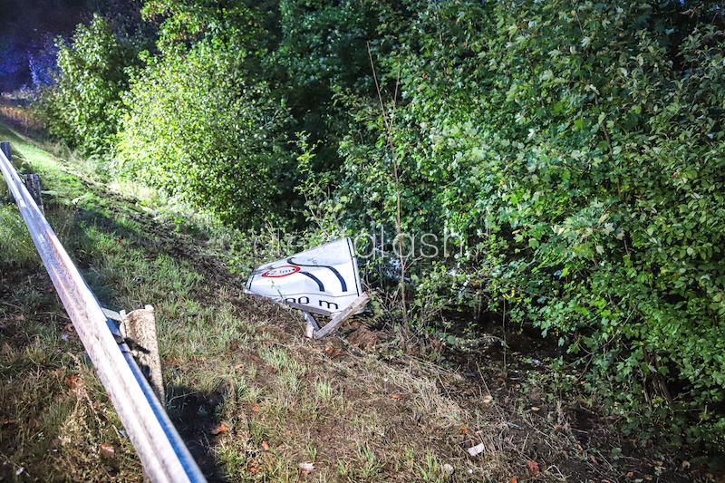 Unfall auf der A43: Sportwagen stürzt Abhang hinunter – Fahrer (48) fährt 540-PS-Boliden zu Schrott