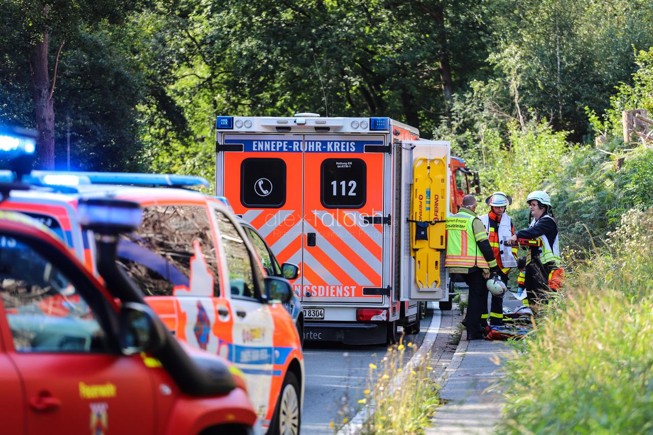 Horror-Crash: Frau stirbt bei schwerem Verkehrsunfall