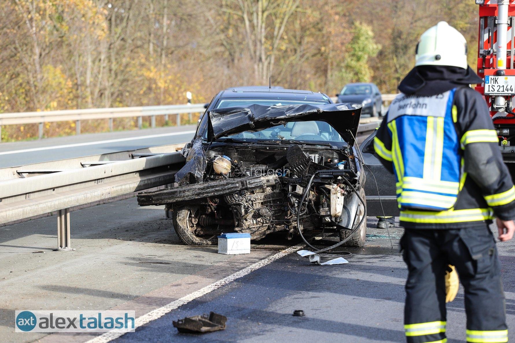 """Unfall auf der A46: Vollsperrung und mehrere Verletzte – Feuerwehr: """"Vorbildliche Rettungsgasse"""""""