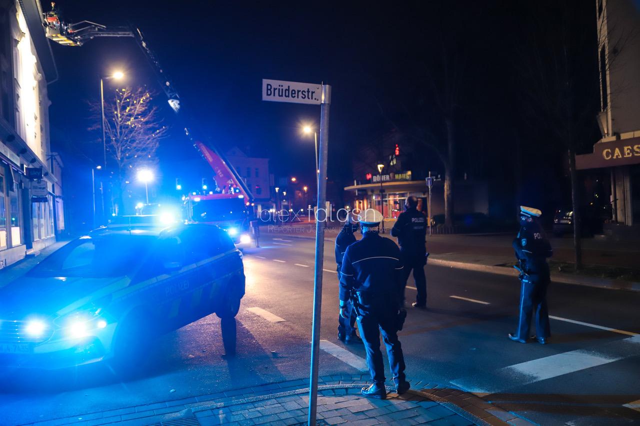 Einsatz wegen Ruhestörung: Mann schwer verletzt vorgefunden – vier Festnahmen – Geschehnisse sind noch unklar