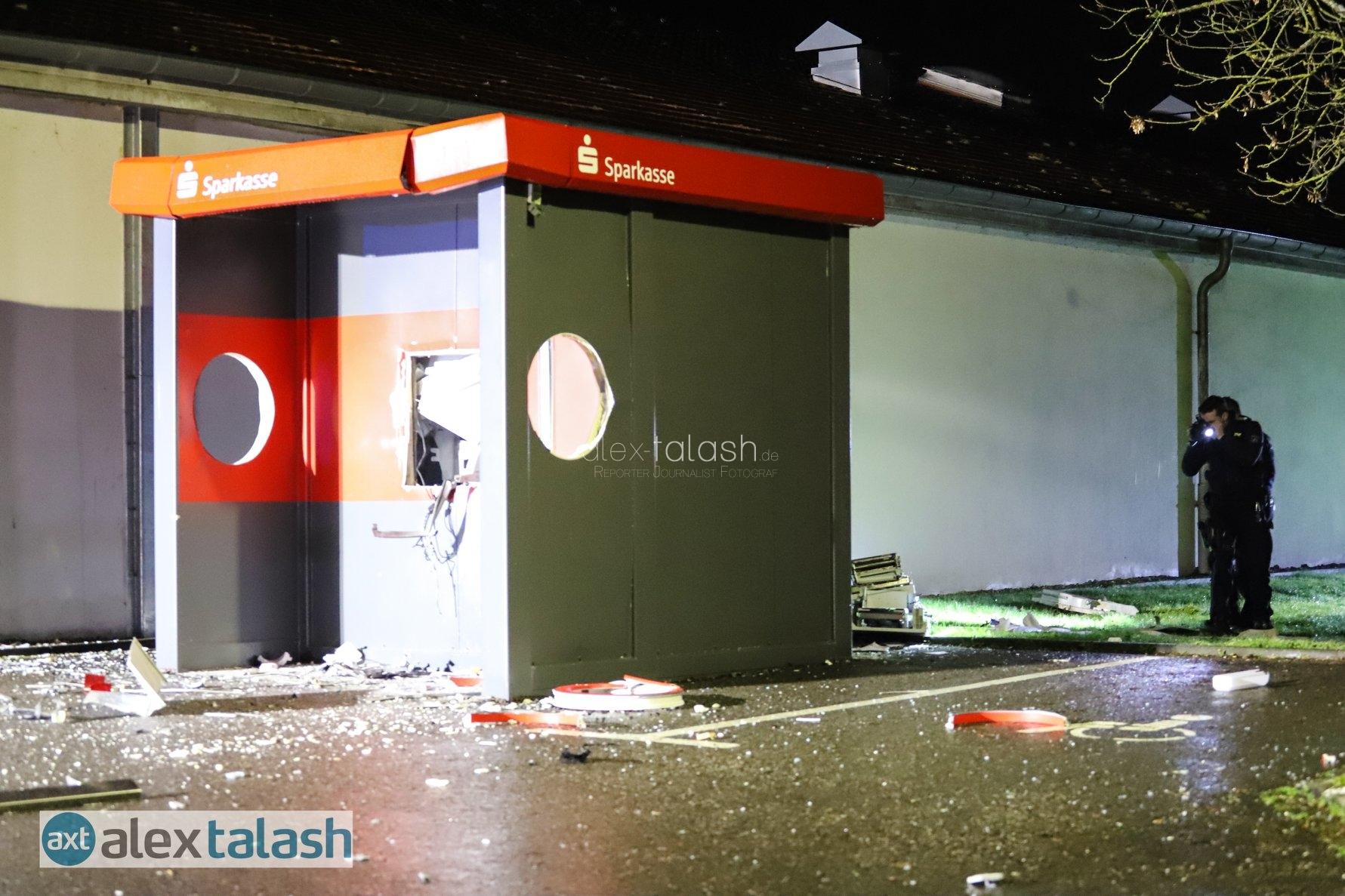 Geldautomaten gesprengt: Verbrecher auf der Flucht