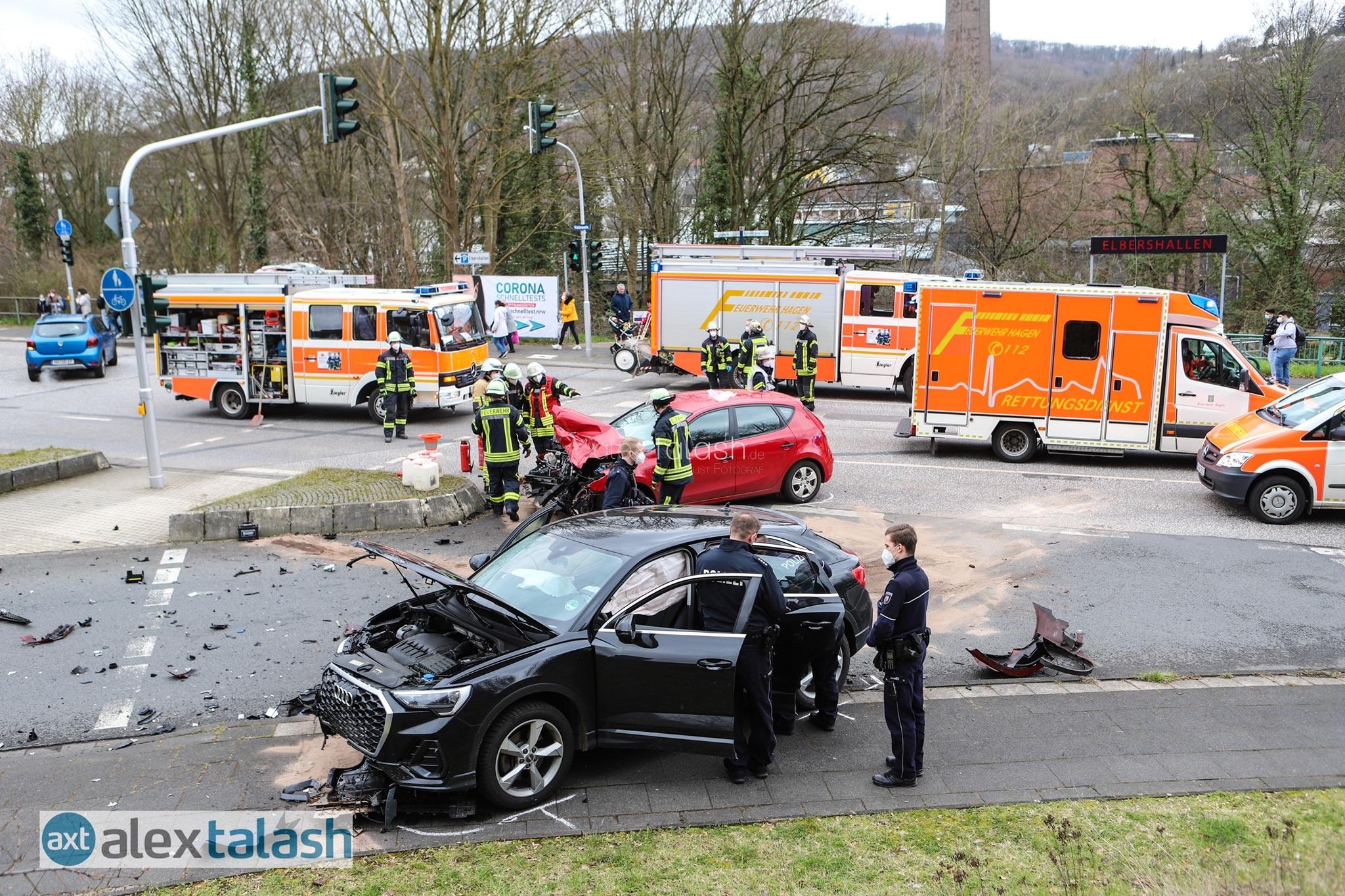 15-Jähriger liefert sich Verfolgungsjagd mit der Polizei – Illegale Spritztour endet in schwerem Verkehrsunfall